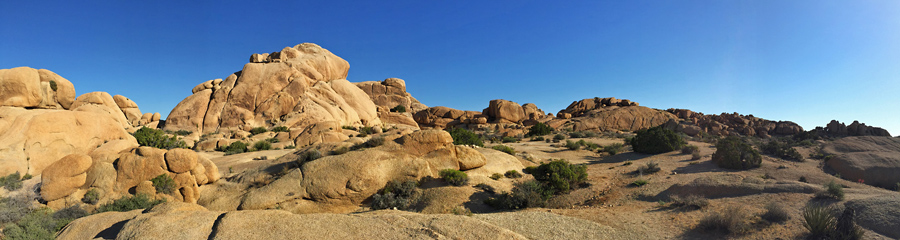 Jumbo Rocks at Joshua Tree NP in CA