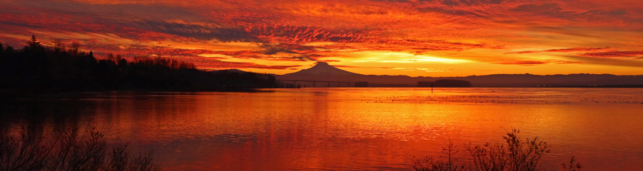 Sunrise at Columbia River in WA